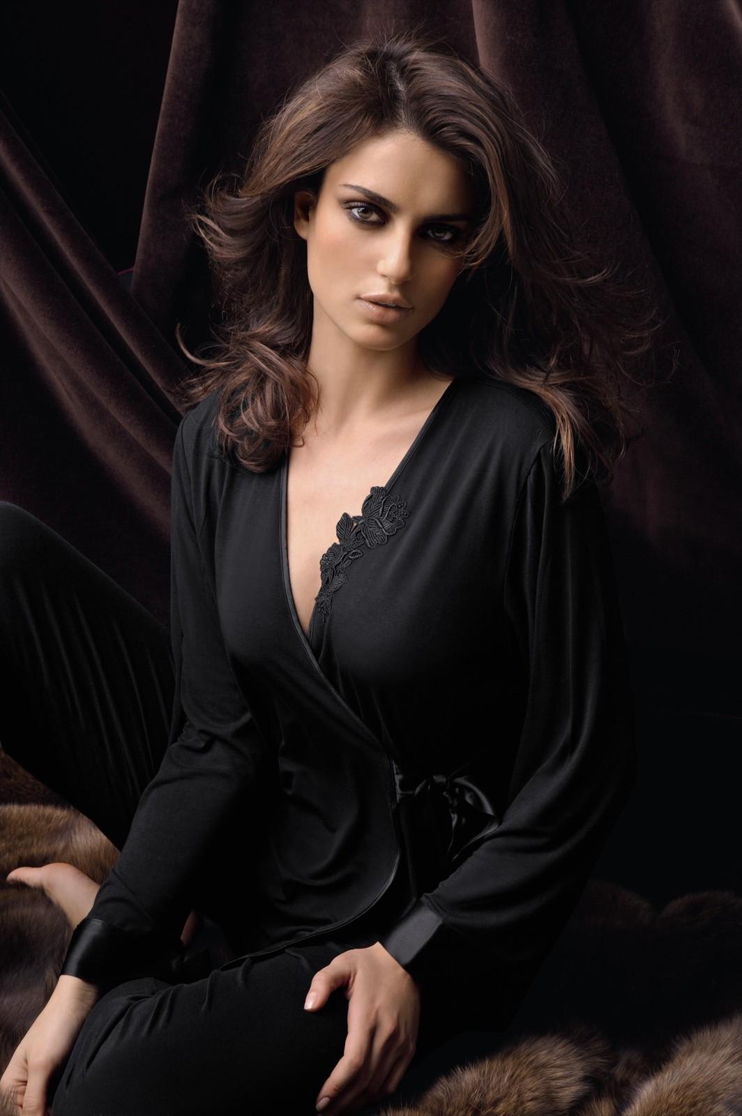cantrinel menghia luks wowsome in lise charmel lingerie. Black Bedroom Furniture Sets. Home Design Ideas
