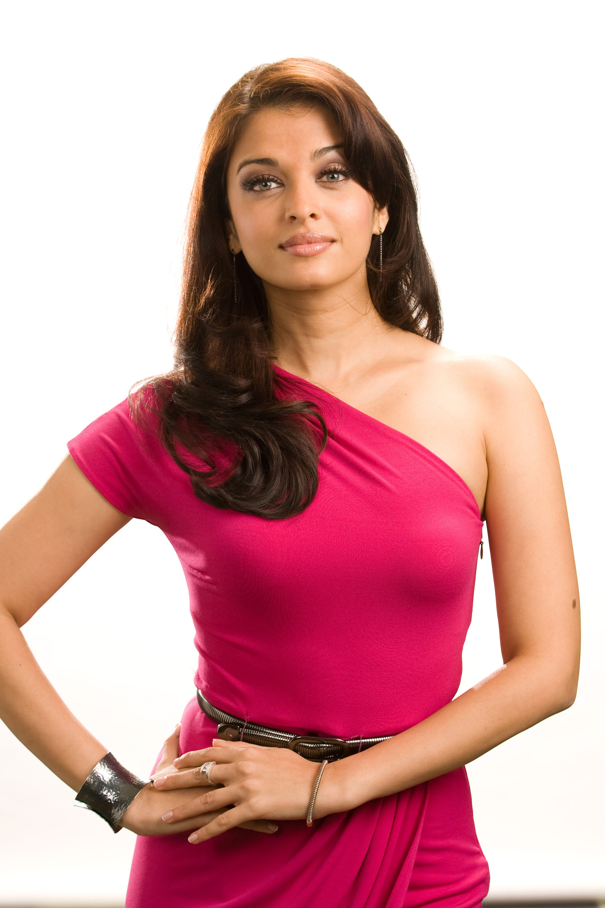 Aishwarya Rai for the promotions of Pink Panther 2 : Photo ...