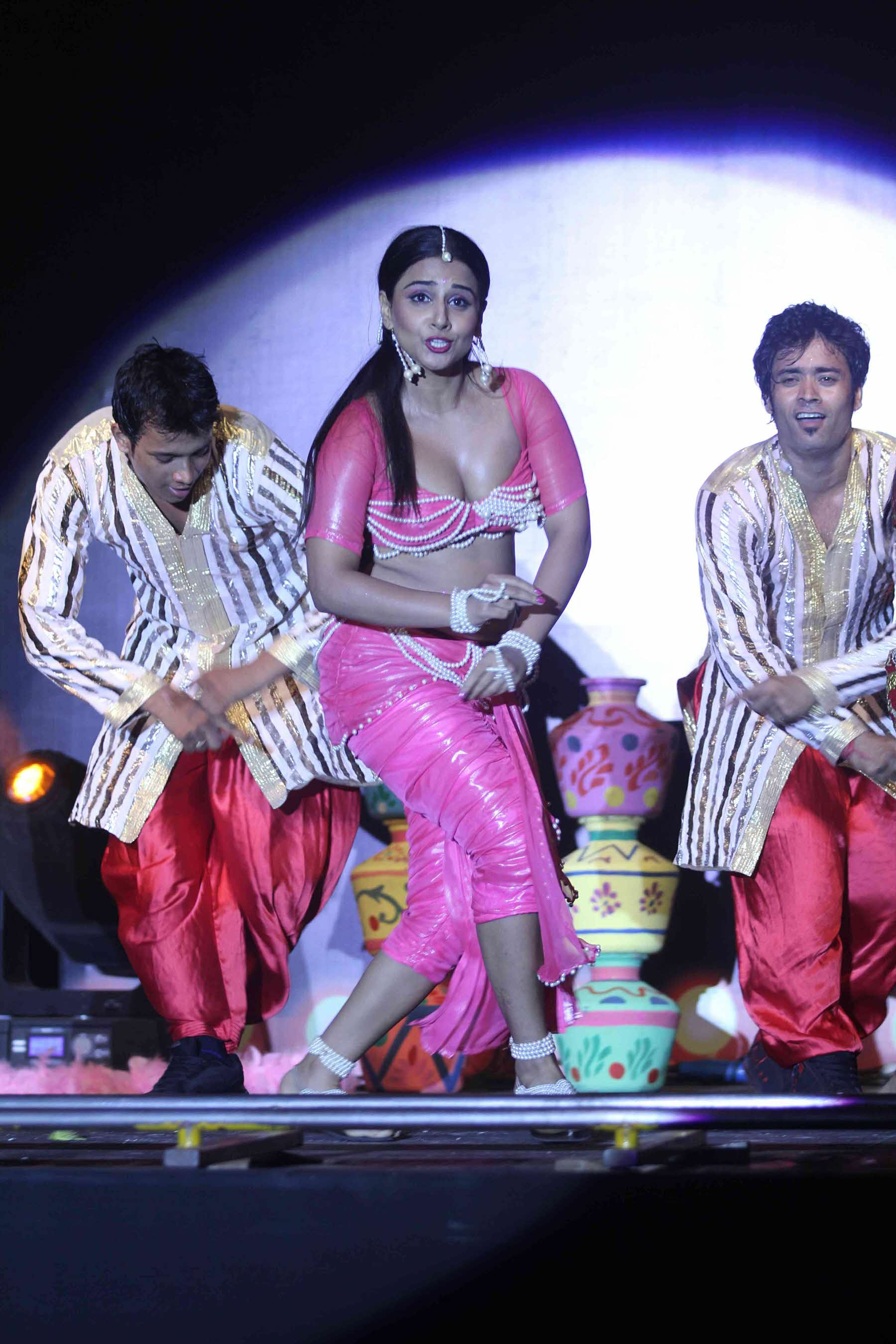 Vidya Balan Hot Performance At The Dirty Picture Audio -1546