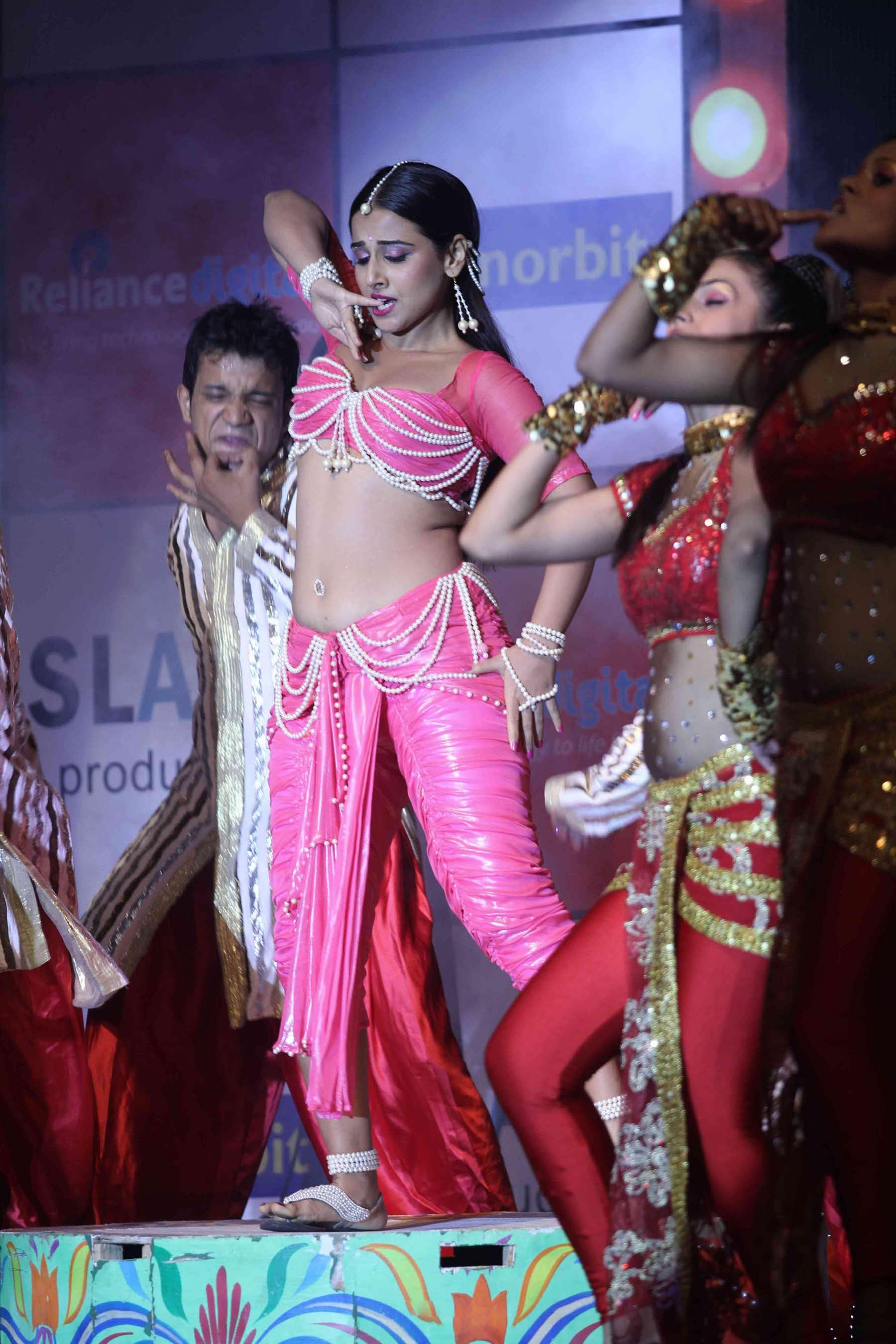 Vidya Balan Hot Performance na umazanem zvočnem zvoku-3237