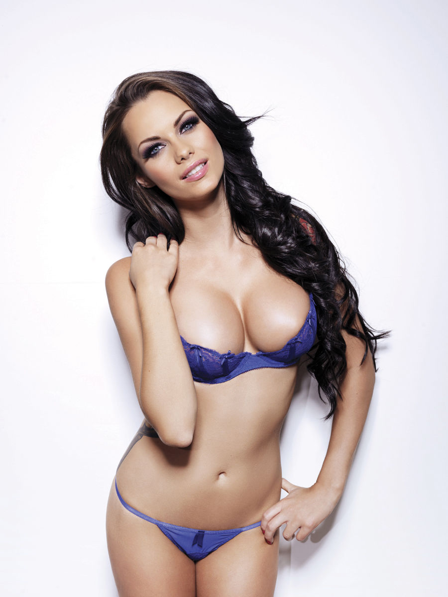 Jessica-Jane Clement's Sexy Christmas Gift | Photo Press